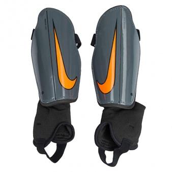 Nagolenniki piłkarskie Nike Charge 2.0 SP2093 089